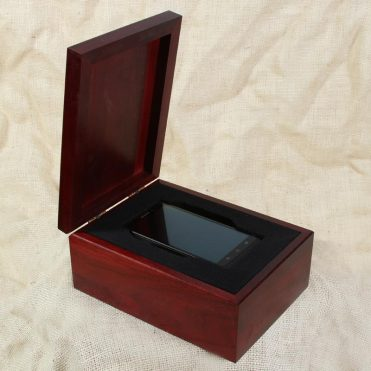Mobile phone retail package with lid open