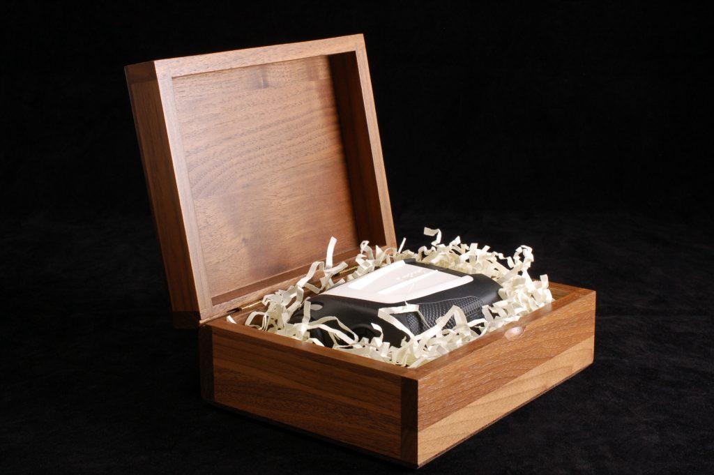 Wooden Hinge Retail Package
