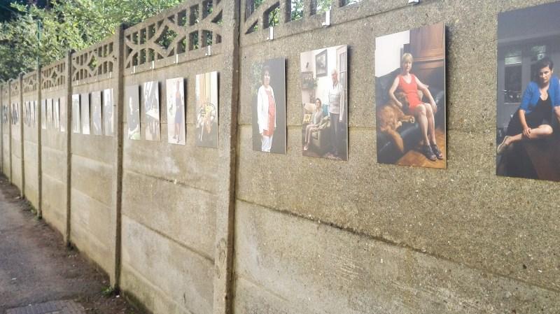Foto's van de eigenaars van de garageboxen aan de ingang