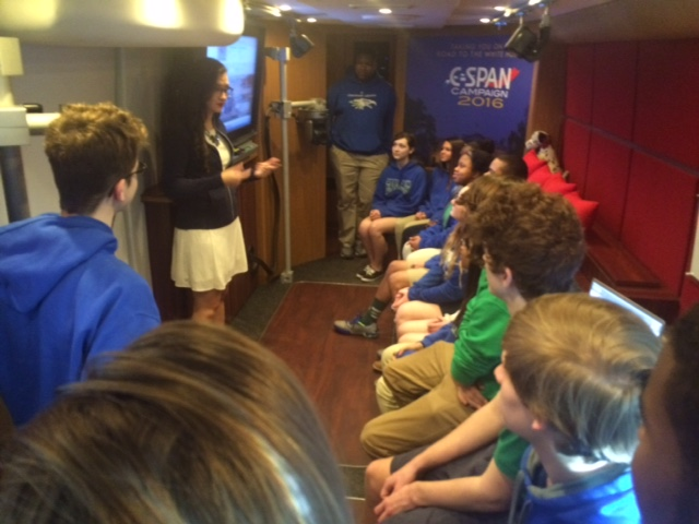 CJ students tour C-SPAN bus_149173