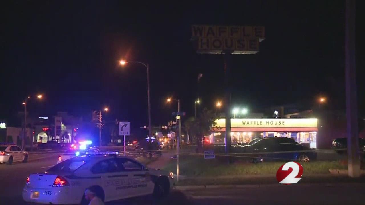 Officer shot outside of Florida Waffle House_1533805800509.jpg.jpg