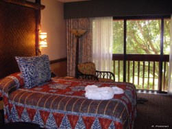 polynesian resort room - kf