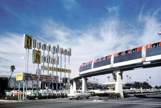 Disneyland monorail mark ii 1961 - disney