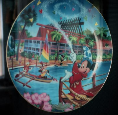 Disney collections, Polyneisan Resort Collection, plate - kf