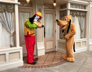 Goofy and Pluto in Hong Kong Disneyland