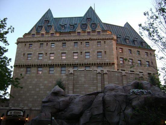 Canada Pavillion - Darren Wittko, https://commons.wikimedia.org/wiki/File:Canada_Pavilion,_Epcot_(2741370660).jpg