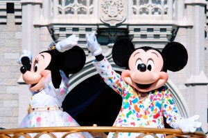 Move It! Shake It! MousekeDance It! Mickey and Minnie