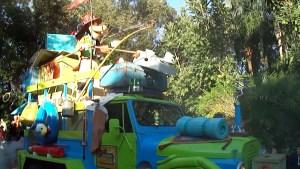 Goofy in Mickey's Jammin' Jungle Parade
