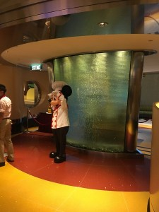 "alt=""Mickey greets guests at Chef Mickey restaurant at the Hong Kong Disneyland Resort."""