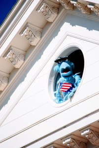 """alt=""""Sam the Eagle appearing in Great Moments in American History."""""""