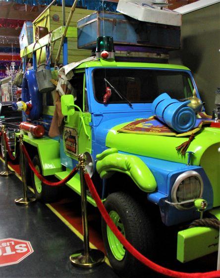 "alt=""Mickey's Jammin' Jungle Parade Jeep"""