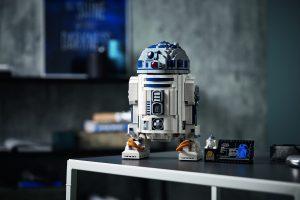 Lego R2-D2 on a desk