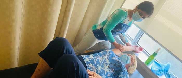 wefixu oshawa physiotherapist lifts patient's arm up to help her relieve frozen shoulder pain
