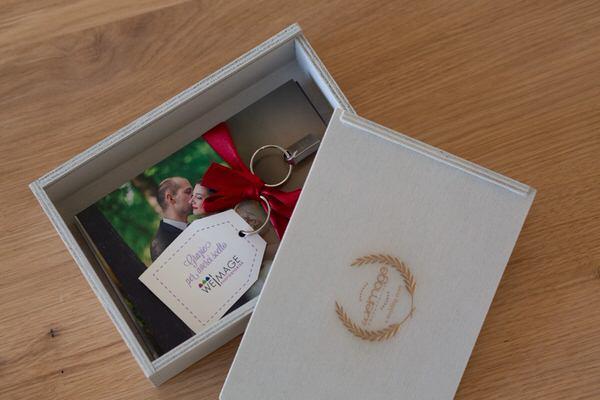 consegna chiavetta usb matrimonio legno