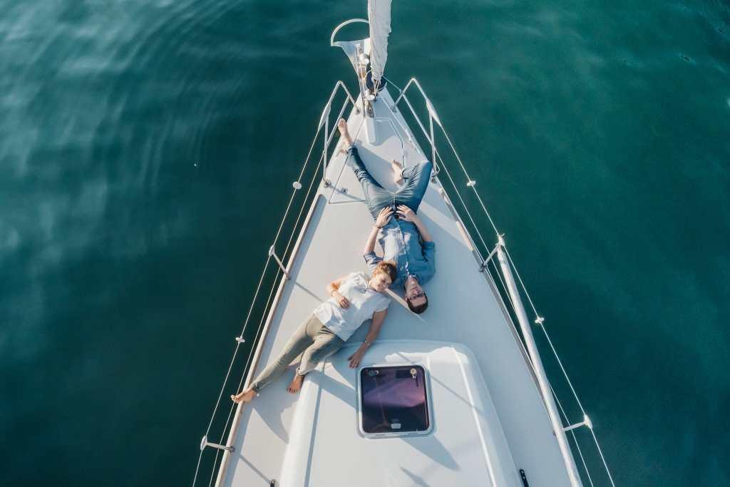servizio-fotografico-coppia-barca-a-vela-fidanzati-prematrimoniale