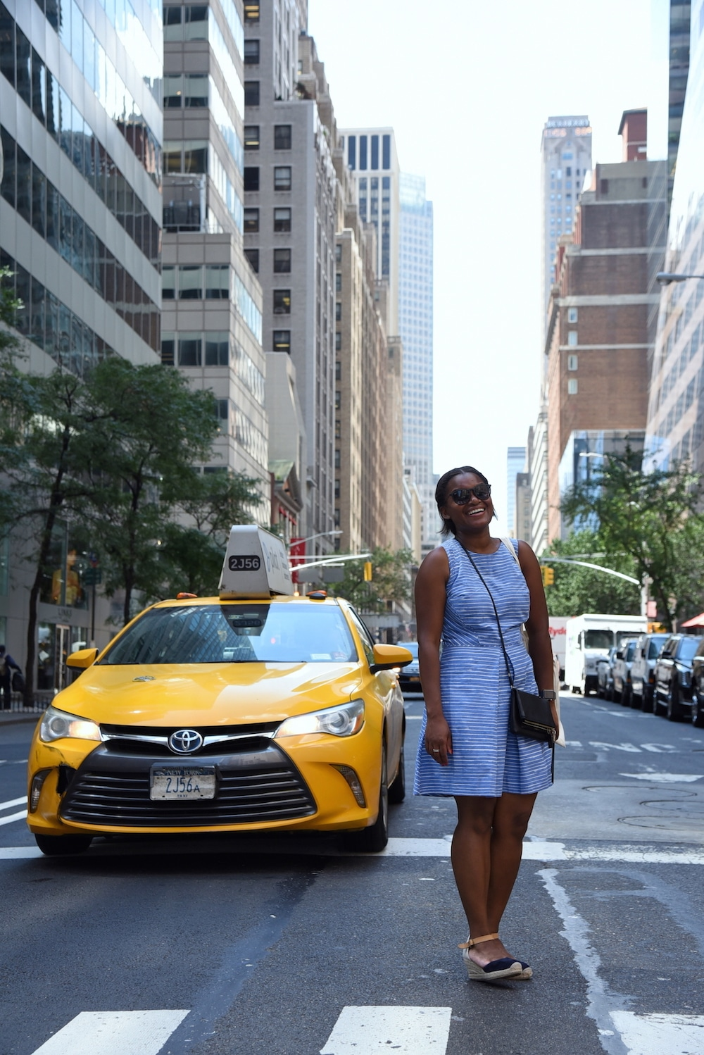 une-seance-photo-a-new-york-fifth-avenue-yellow-cab