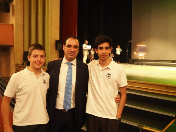 Luis Carlos y Oscar, de WeAlborán, junto a D. Luis Carlos Jiménez, director de SEK AlboránOLYMPUS DIGITAL CAMERA