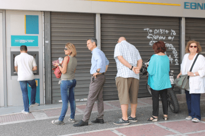 Greeks queueing to pull their money out of banks are getting mobbed