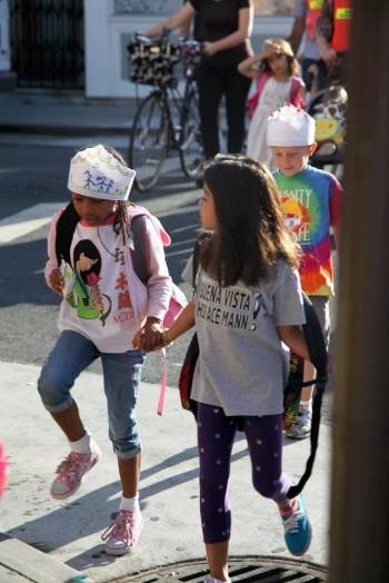 kids_walking_into_school