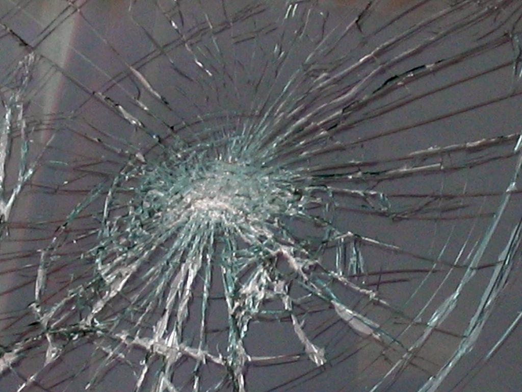broken windshield_1541394299316.jpg.jpg