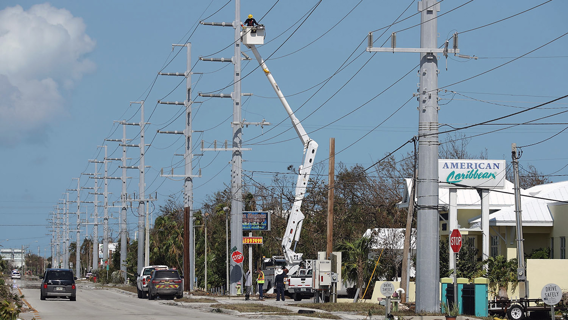 Florida eletrical workers after Irma-159532.jpg33552638