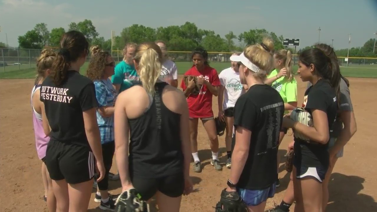 Seymour_softball_ready_for_first_trip_to_0_20190606233325