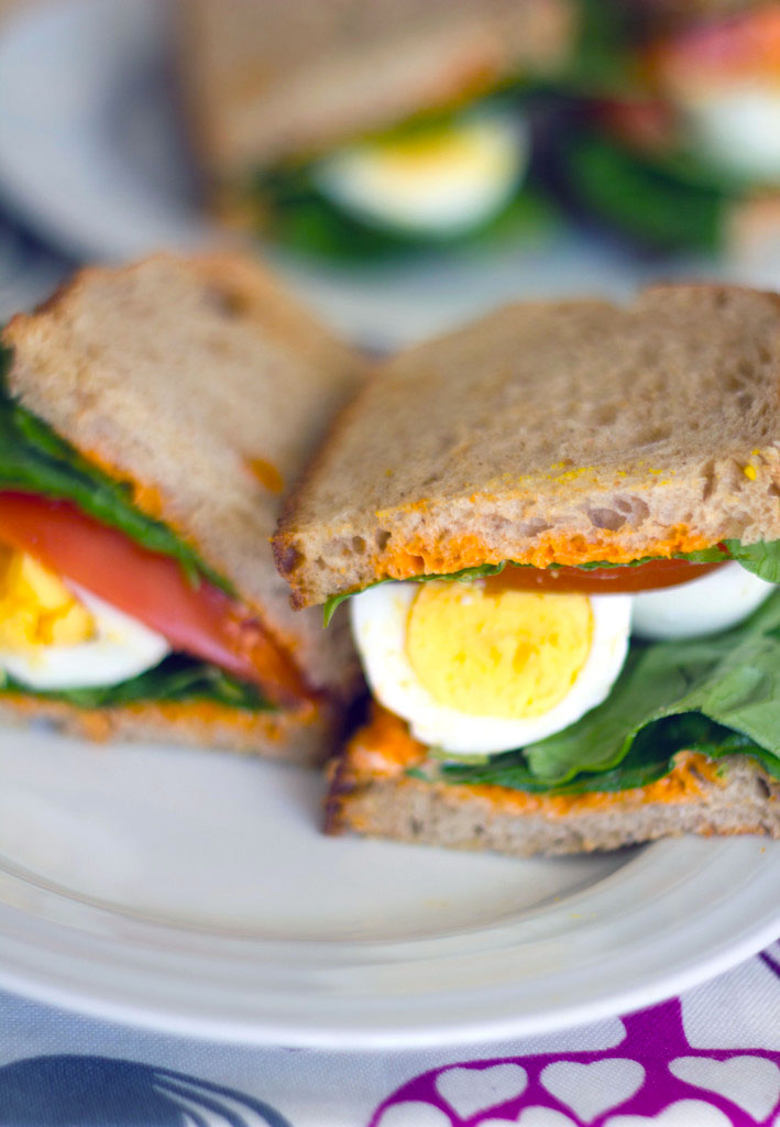 egg lettuce and tomato sandwich with sriracha mayo 3 11