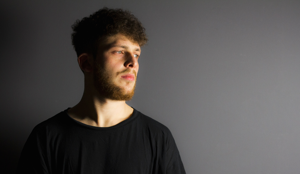 Premiere: Luca Gaeta - Self Control