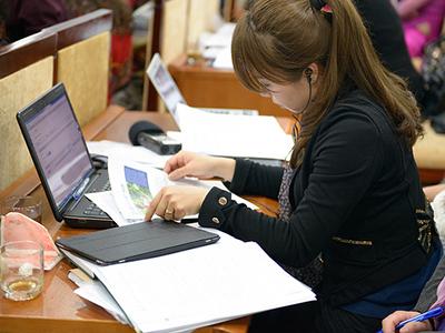 Female student studying-thumbnail