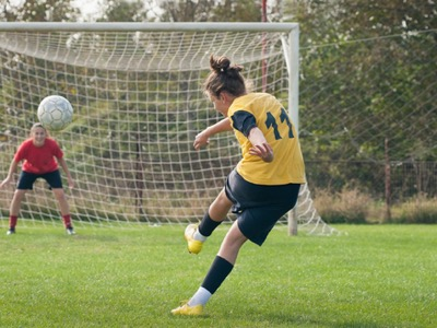 woman-playing-football-featured