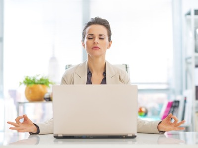 vbusiness-woman-meditating-at-her-desk-meditation-featured