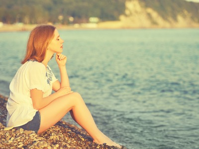 woman looking sad on holiday, breaking down featured