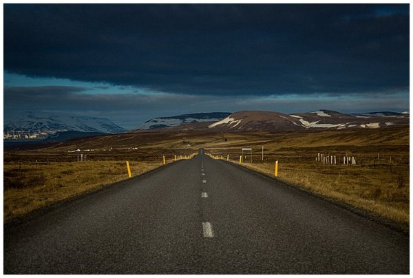 A long open road in Iceland on We are the Wanderers blog