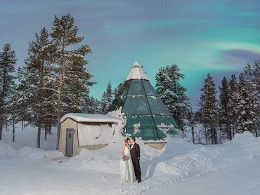 Nothern lights appear after a Lapland elopement at Kakslauttanen arctic resort in Finland by Your Adventure Wedding