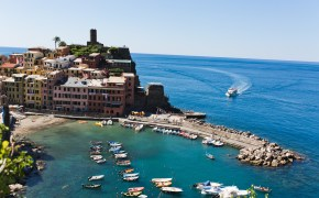 Hiking in the Cinque Terre in Italy by Chris & Becca Photography