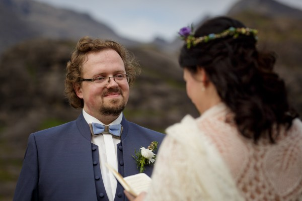 Jürgen looks at Tina as she reads her vows to him by Lynne Kennedy Photography