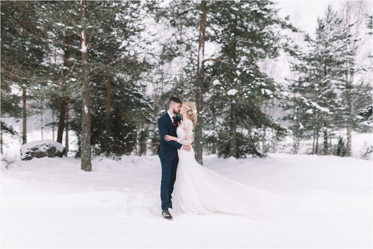 A destination winter wedding in Finland by Lucie Watson Photography