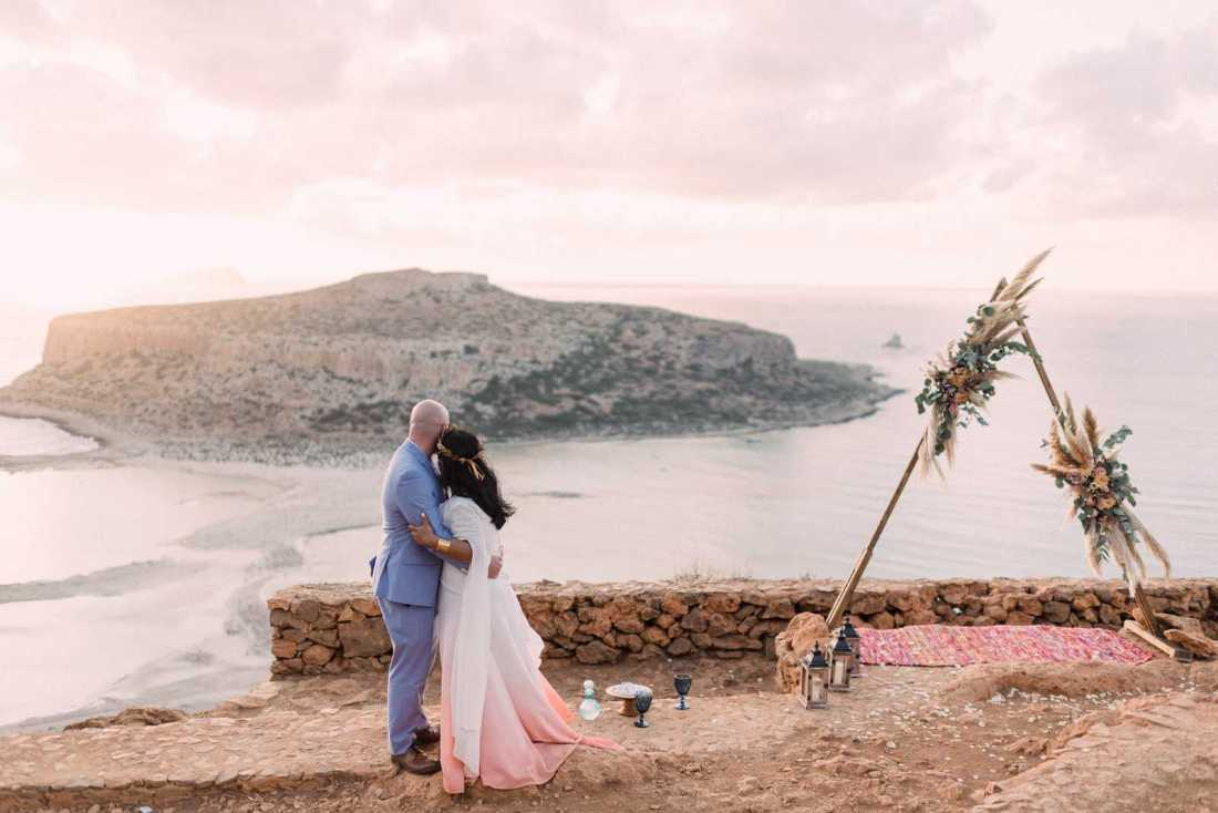 Sunset elopement in Crete