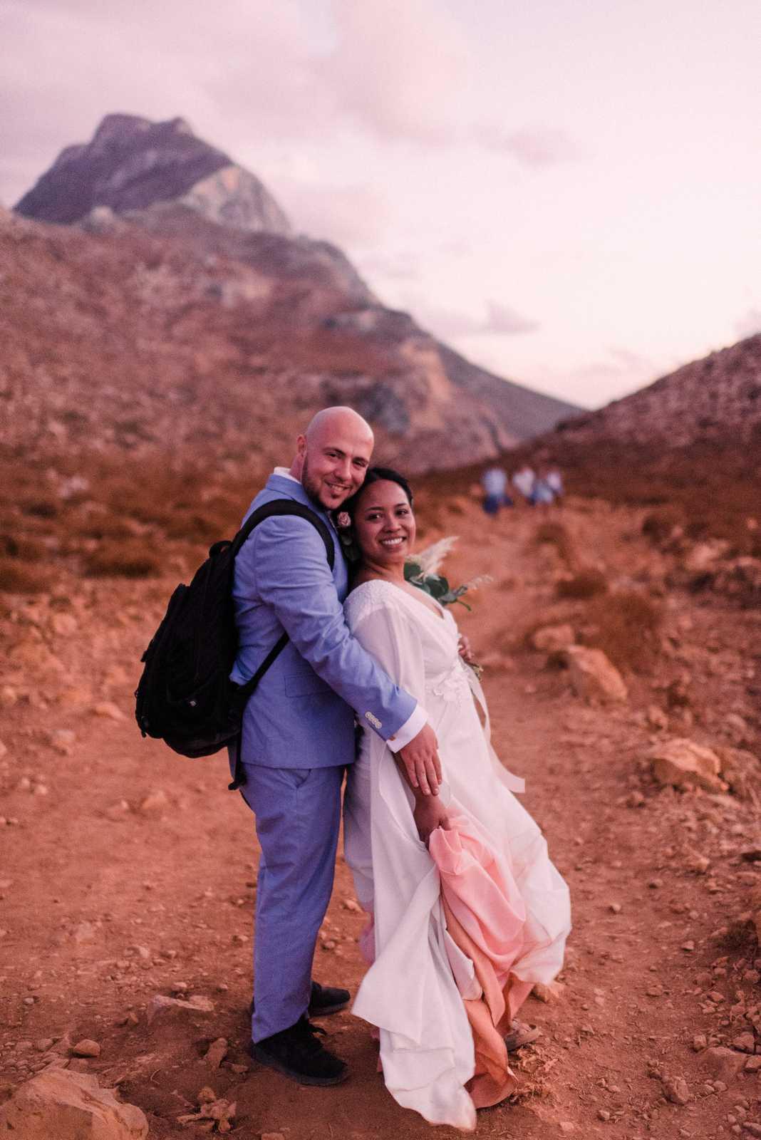 Hiking elopement adventure in Crete
