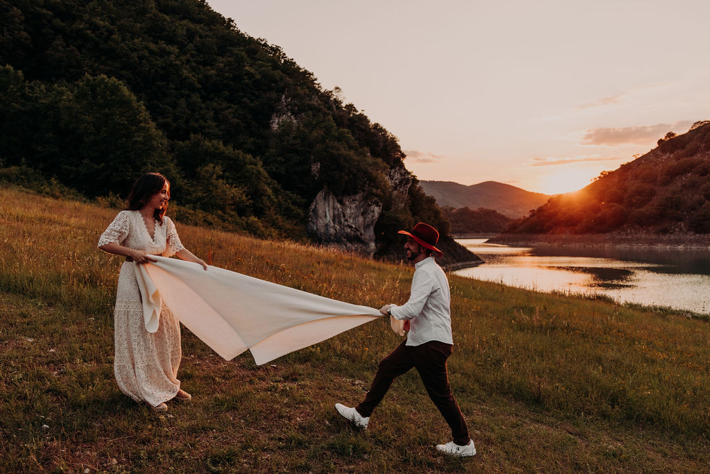 photoshoot on Lake Turano in Italy, Pre-wedding shoot on Lake Turano in Italy