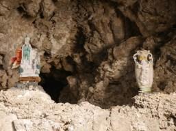 Beeldjes spotten in de grotten van curacao