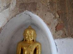 Boeddha beeld in tempel Bagan.