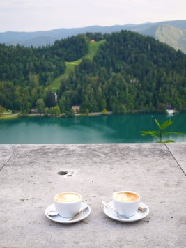 Cappuccino lake bled kasteel