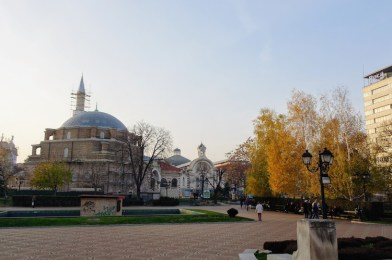 Citytrip Sofia Moskee (met markthal en synagoge op achtergrond)