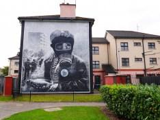 Derry murals gasmasker