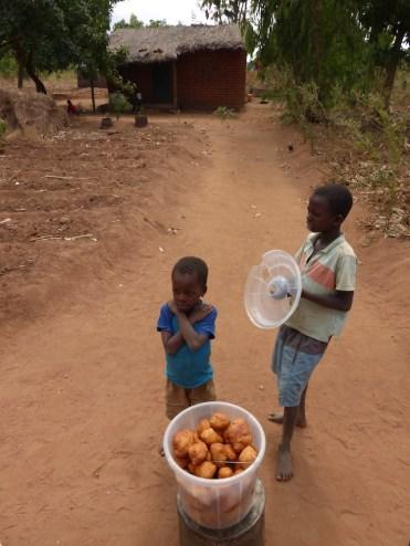 Eten in Malawi oliebollen