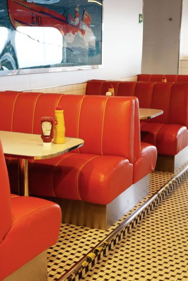 Fastfood-restaurant-color-line