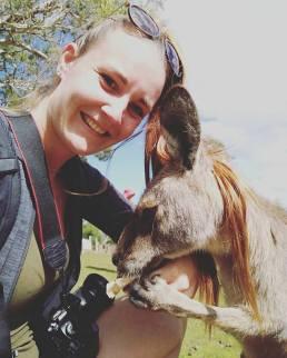 Fleur australie backpacken Kangoeroe op de foto