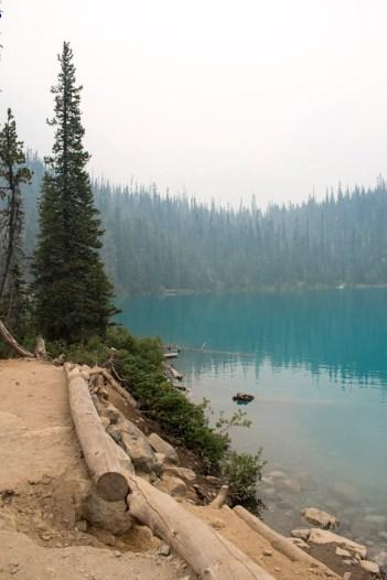 Joffre lakes middle lake_
