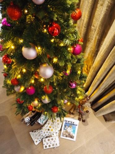 Kamer-kerstsuite-van-der-valk-in-heerlen-kerstboom